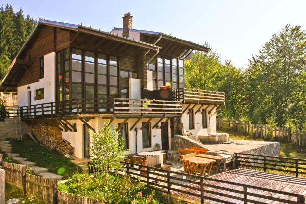 4 Bedroom semi-detached villa for sale in Azuga, Prahova, Romania